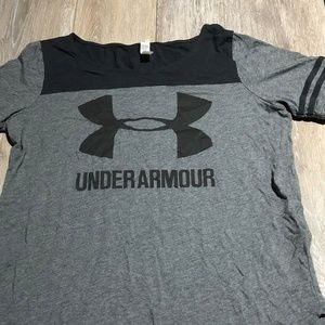 WOMEN'S GRAY AND BLACK UNDER ARMOUR SIZE SMALL TEE